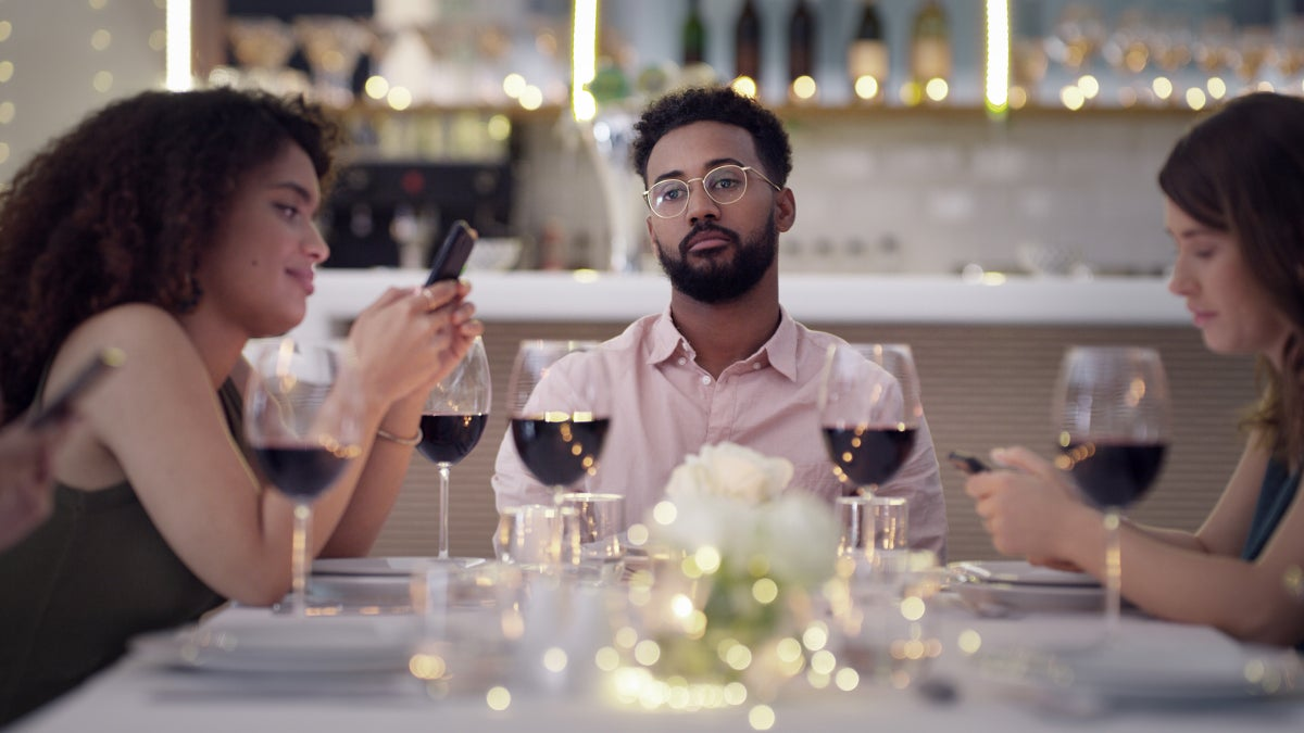 Outings Are Back, but Etiquette Is Rusty. Avoid These Bad Dinner Guest Habits